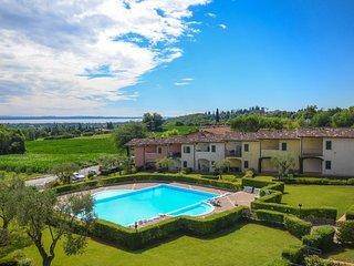 Apartment La Quiete with view of Lake Garda