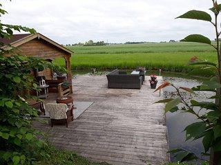 Farmguesthouse Jetske op een melkveehouderij. Slapen met uitzicht op landerijen