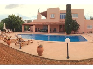 5 bedroom Villa with Pool, Air Con, WiFi and Walk to Shops - 5691351