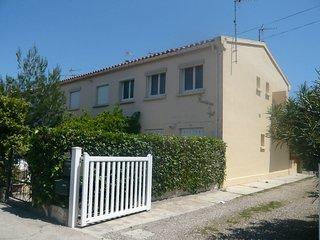 2 bedroom Apartment in Saint-Pierre-sur-Mer, Occitania, France : ref 5517700