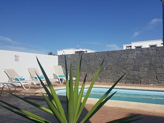 Casa Avellana heated pool, free wifi UK tv close to beach and shops