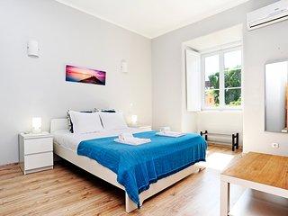 Oeiras 1 - beach 2 bedroom apartment, 15 min from Cascais and Lisbon