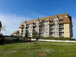 1 bedroom Apartment in Cabourg, Normandy, France : ref 5513469