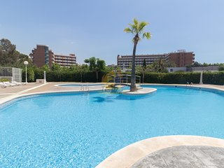 Nice and central apartment with pool located in Plaza Europa in Salou.