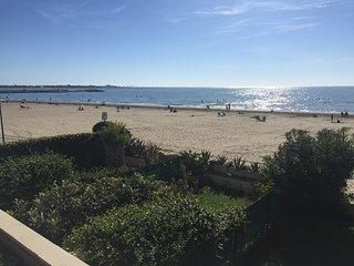 EXCEPTIONNEL sur LA PLAGE, Appt. T3 45m2 'clim '+  terrasse 20m2 en front de mer