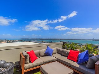 One bedroom Penthouse with Breathtaking views in the heart of CBD