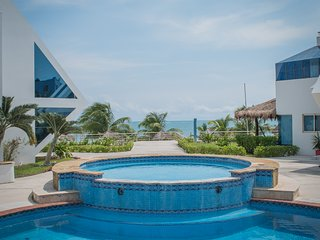 Oceanfront, 2 Spacious Bedrooms, Beach, Large Swimming Pool, Direct Beach Access