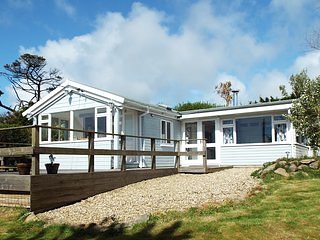 A perfect Cornish hideaway for holidays to remember with family & friends, casa vacanza a Porthcurno