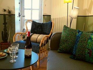 Nouveau à Bayeux : dans immeuble 18ème, belle petite suite, 2-4 personnes,