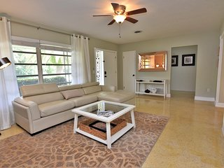 Fantastic 2 Bd+Den,2bth With Heated Pool Near Siesta Key!
