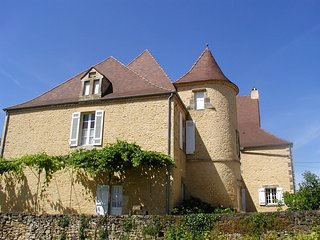 MANOIR DE BIGAROQUE: Authentic castle of the XVth with pool & 8 acres of park