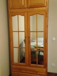 armario habitación de dos camas