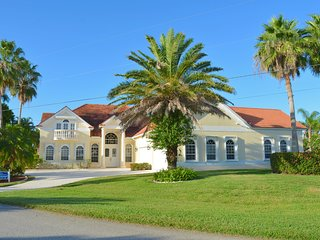 Villa Chandon - Your French Chateau in the heart of Cape Coral