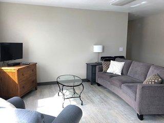 107 Renovated 2 Bedroom Apartment - PET FRIENDLY