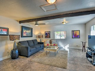 Contemporary Apt-8 Miles from Old Town Scottsdale!