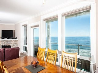 Forever Sunsets - Top Floor Oceanfront Condo, Private Hot Tub, Indoor Pool, Wifi