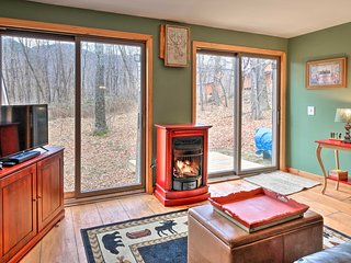 Charming Cottage w/Porch In Johnsburg Township