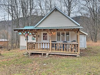 New! Charming 2BR Cottage In Johnsburg Township
