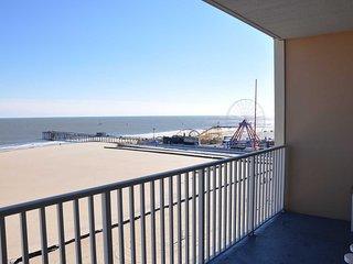 Fabulous Ocean Front Condo on Boardwalk with Spectatular Views of Ocean