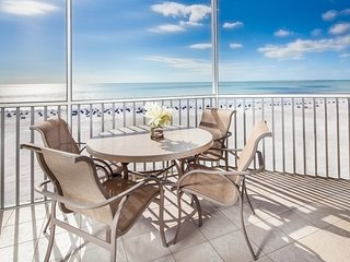 Renovated + Spacious Beachfront Suite | Access to Pool + Tennis