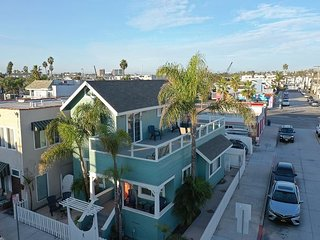 Steps to sand! Home with yard, Rooftop deck & ocean views-Newly Renovated