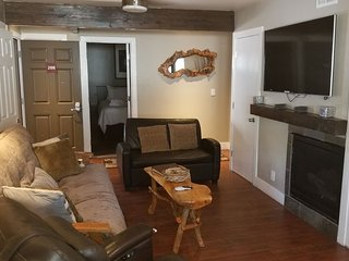 Lakeside Gondola Lodge - Deluxe Condo, 2 Bedrooms, Jetted Tub
