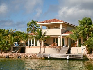 Villa Orea - Luxurious Waterfront Villa