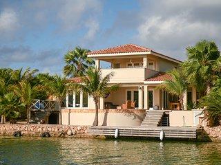 Villa Orea - Luxurious Waterfront Villa