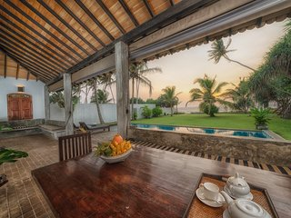 Green Parrot Beach Villa with Privet Swimming Pool, Free Wi-Fi And A/C