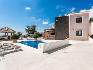 Stunning 6 BR Villa in Estepona