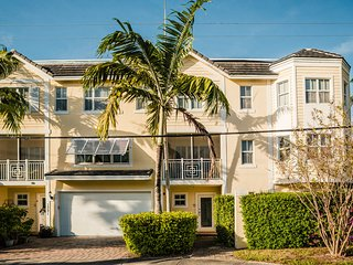 Luxurious 3 Story Townhouse with Private Pool and Free WiFi home away from home!