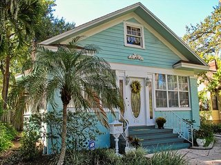 St. Petersburg Historic Old Northeast Charming Bungalow 210