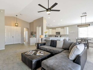 Excellent Location! Golf, Hiking, Private Pool + Heated Community Pool/Spa & Par