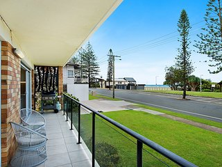 Waves at North Kirra - Bilinga/ North Kirra Beachfront! - Min. 3 night stays!