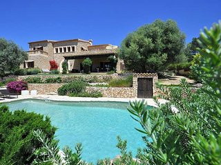 VILLA ALENAR. Beautiful villa in Marratxi near Palma de Mallorca. Pivate Pool. E