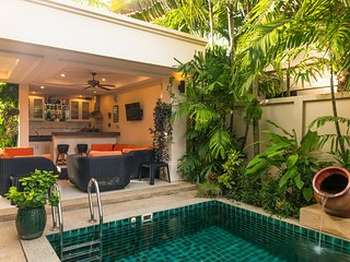 Tropical Paradise Villa -Superb comfortable 3 bedroom, 3 bathrooms, Private Pool