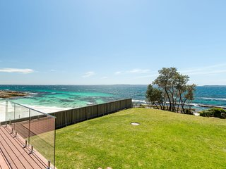 Bimbadgen at Hyams Beach - Pay for 2, Stay for 3 + 4pm Check Out Sundays