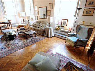 Spacious Amarillis apartment in Santa Croce with WiFi.