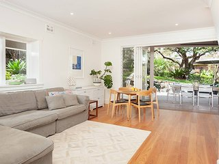 Stunning Family Home Close to Manly Beaches H434