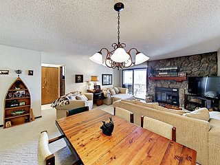 Mountain-View 2BR Condo w/ Hot Tub - Winter Shuttle to Ski Lifts & Shops