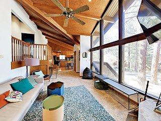 Newly Updated Lake Village 2BR w/ Pool, Hot Tub, Sauna & Tennis – Near Beac