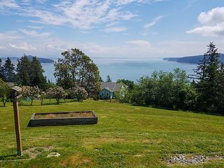 3BR Whidbey Island Getaway w/ Incredible Views of Skagit Bay