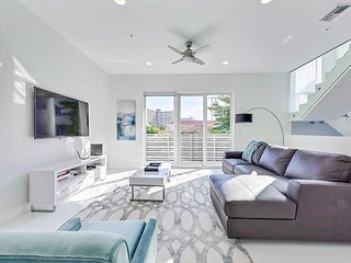 Luxe 4BR w/ Pool, Spa, Chef's Kitchen - Walk to Beach, Restaurants, Boutiques
