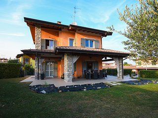 Orange: cozy single house with private garden near to the centre