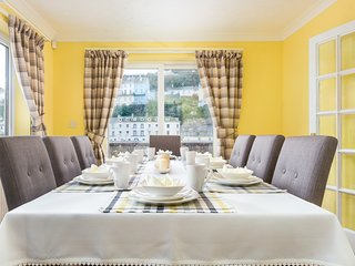 Cliff House - A Spacious Pet Friendly Family Holiday Home