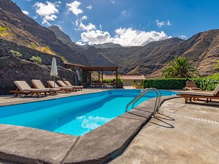holiday cottages with private pool in El Risco, Agaete