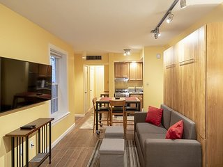 Capital Hill Studio Across from Supreme Court walk to Mall & Metro