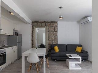 Apartments Batala Garden - Comfort One Bedroom Apartment with Patio and Garden