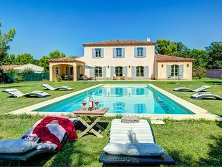 5 bedroom Villa in Saint-Didier, Provence-Alpes-Côte d'Azur, France - 5604781