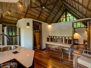 NEW-Casa de Barro Villa- BEACH/ POOL/BIKES